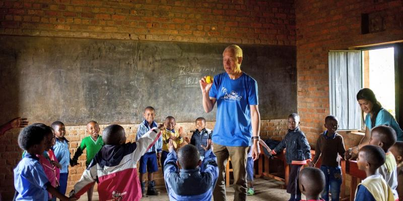 Volunteering couple Jan and Ann with children in Rwanda | VSO